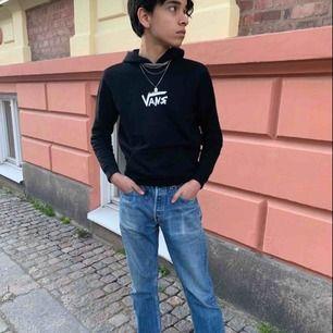 Säljer min limited edition Vans hoodie köpt på Mall of Berlin  Köparen står för frakten 🤩🌙💿💜