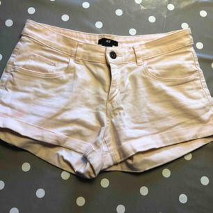 Ljus rosa shorts, storlek 34! Skickas ej!💗