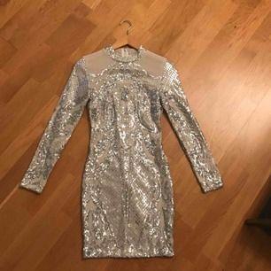 Paljettklänning från DM använd en kväll