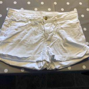 Vita shorts, från h&m, bra skick, skickas ej!💗