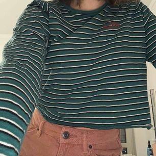 En fin tröja från pull and bear! Nästan aldrig använd, skönt material! Den är väldigt liten i storleken, typ en xs