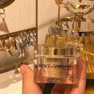 Knappt använd puder från Dolce & Gabbana. Nypris 600kr.