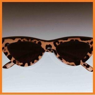 Supersnygga solbrillor från Urban Outiftters, aldrig använda! Nypris 200:- 150:- inklusive frakt!!