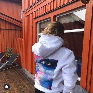 Söker denna hoodie ifrån thecoolelephant, helst i storlek XS men S kan även funka! ❤️💗🌟💞💓🙌🏼