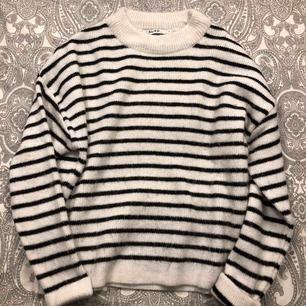 nästintill oanvänd stickad (perfekt till hösten) tröja ifrån Nakd. Plussa till 63kr för frakten.