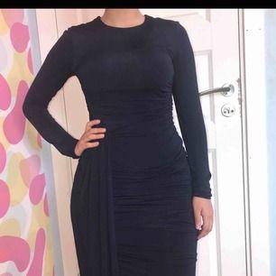 Jätte fin tight kläning som formar kroppen
