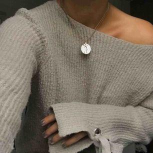 Super fin beige tröja ifrån Mango som jag köpte av en annan tjej här på plick :)