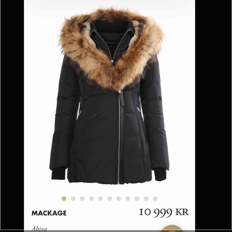 """En vinterjacka från mackage i modellen """"akiva"""" svart. Storlek XS Den är använd 2 gånger pga fel storlek, så den är i nyskick och inga fel alls. Nypris 10.999kr Säljer för 8500. Jackor."""