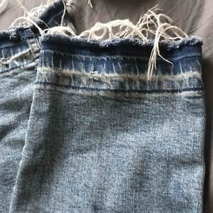 Blåa jeans från HM CONSICOUS. Storlek 29 men passar även 28.
