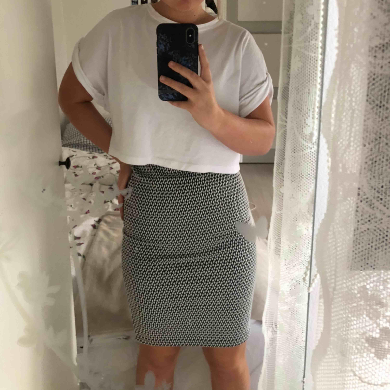 Jätte fin tajt kjol från Cubus. Använd en gång så i ett jätte bra skick. Säls eftersom den aldrig kom till användning. 36kr i frakt. Vid en snabb affär kan priset diskuteras. . Kjolar.