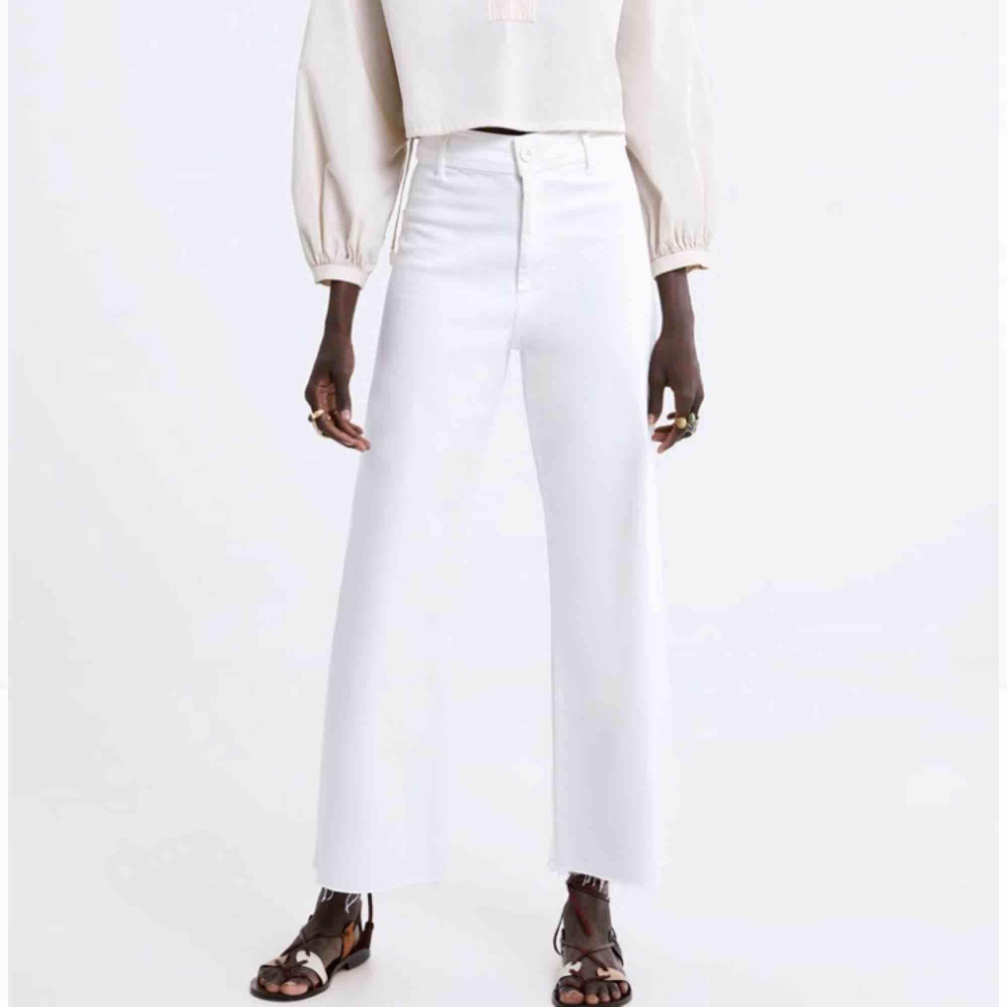 Knappt använda jeans från Zara, går ner till anklarna på mig som är 160 cm lång. . Jeans & Byxor.