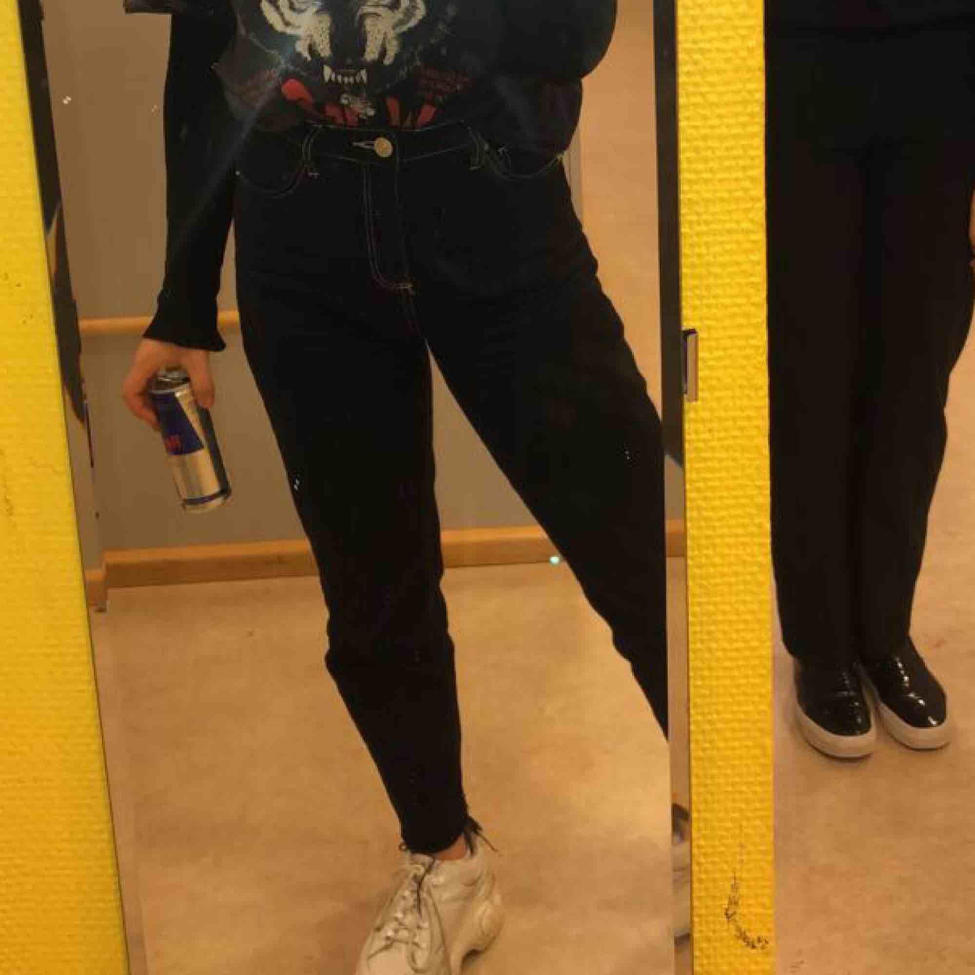 "Skitsnygga Jeans från Urban outfitters i modellen ""pax"" 💞. Jeans & Byxor."