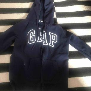 Gap kofta köpt för 1 år sedan bra skick  Frakt tillkommer