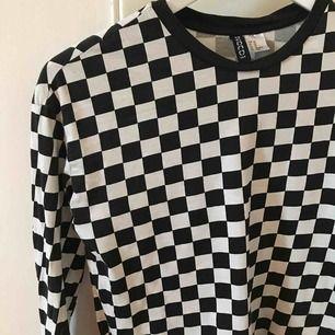 Långärmad tröja i schackmönster från H&M