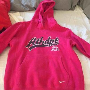 En rosa hoodie från Nike, super skön å skön att träna i oxå.