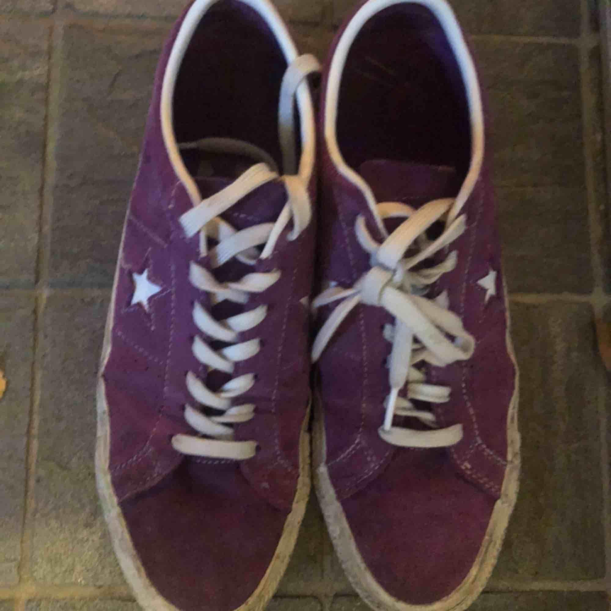 Converse one star ox. Väl använda men inga praktiska fel med skon. Frakt: 60kr. Skri om du har några funderingar!. Skor.