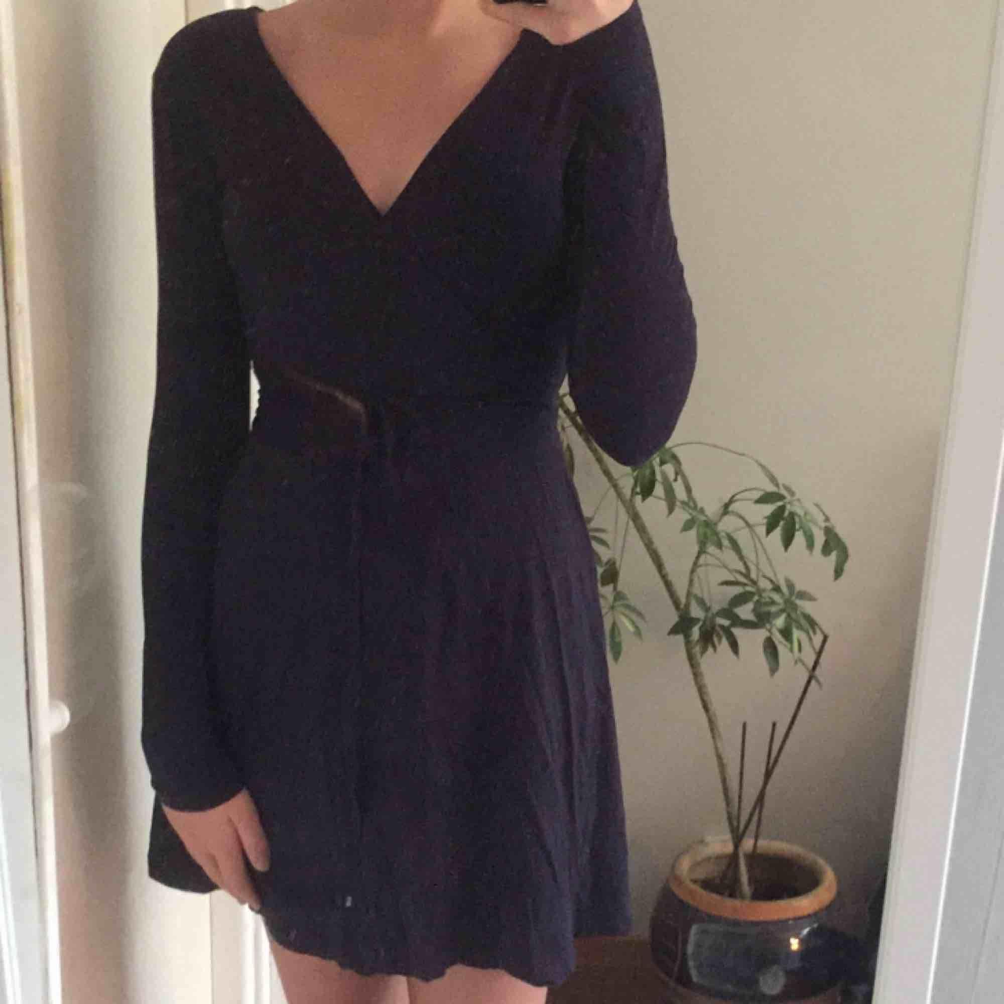 Säljer en jättesnygg långärmad klänning från Cubus, använd endast en gång.💙💙💙. Klänningar.