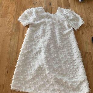 Säljer min lillasysters superfina klänning ifrån Zara kids, använd 2 gånger, i fint skick. Ord pris: 200-300kr