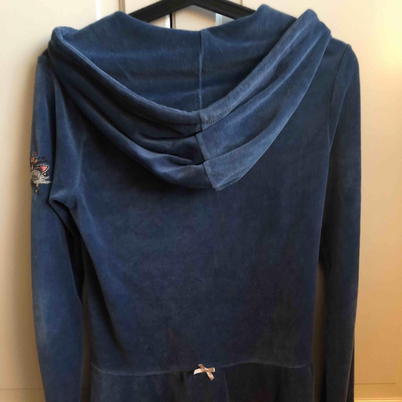 En fin tröja mjuk och skön i plyschtyg. . Tröjor & Koftor.