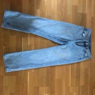 Jeans från weekday i storlek 27/30. Dem är precis som nya! (Köparen står för frakt)