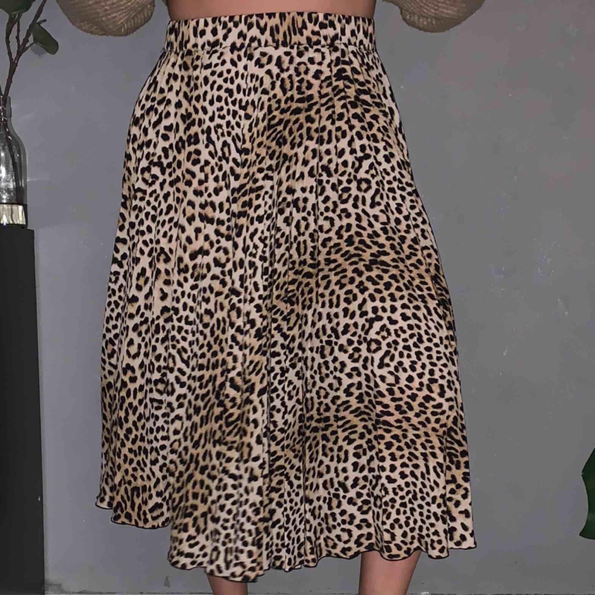 Leopard kjol från Gina! Fint skick. Frakt tillkommer!. Kjolar.