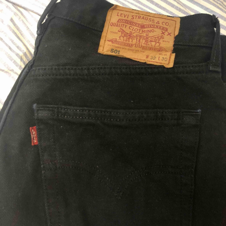 Bra kvalitet förutom något slitna längst nere vid kanten.. Jeans & Byxor.