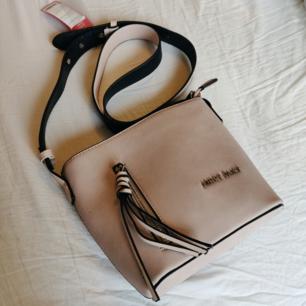 Biege/ljusrosa väska, aldrig använd