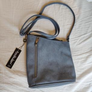 Blå väska i fakeläder