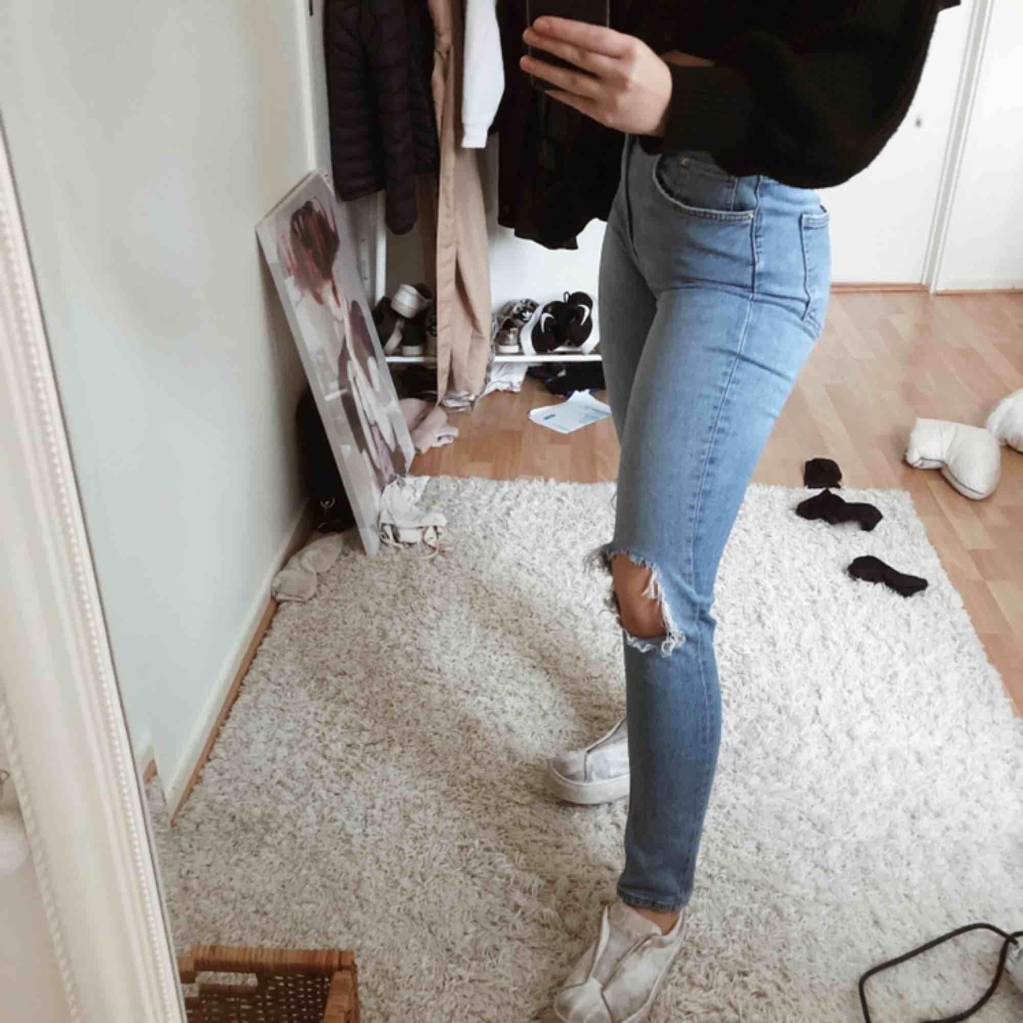 Högmidjade jeans från Gina Tricot . Jeans & Byxor.