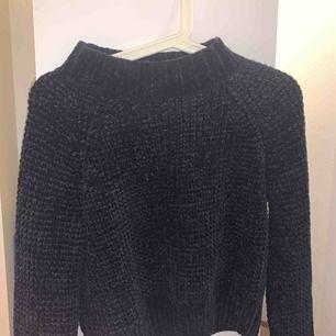 En super mjuk o skön stickad tröja från H&M Köpt för 299kr