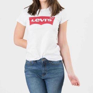 Super fin t-shirt från Levis Säljer för kommer inte till användning  Använd fåtal gånger