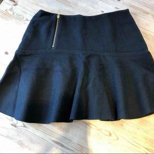 Jag säljer min kjol från ivyrevel i storlek 38. Helt ny aldrig använd.