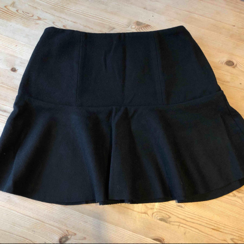 Jag säljer min kjol från ivyrevel i storlek 38. Helt ny aldrig använd.. Kjolar.