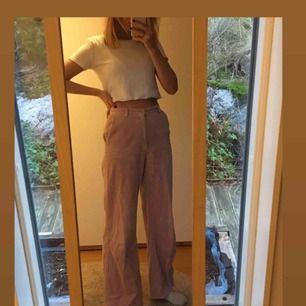 Säljer dessa coola rosa manchester byxorna som kommer från HM och är i storlek 34. (Passar xs/s)