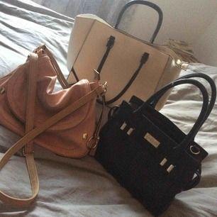 Väskor väl använda pris kan diskuteras . Skavanker finns, för mer bilder skicka meddelande.