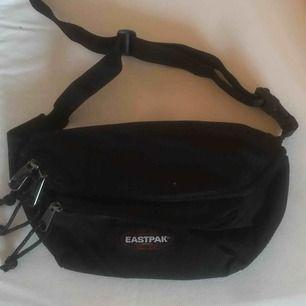 Fannypack från EASTPACK, sjukt fin då den inte kommer till användning. Går att justera läng med!🖤 frakt tillkommer för 40:-