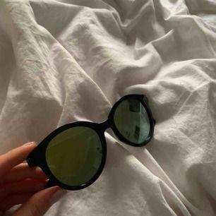 Oanvända coola solglasögon!!