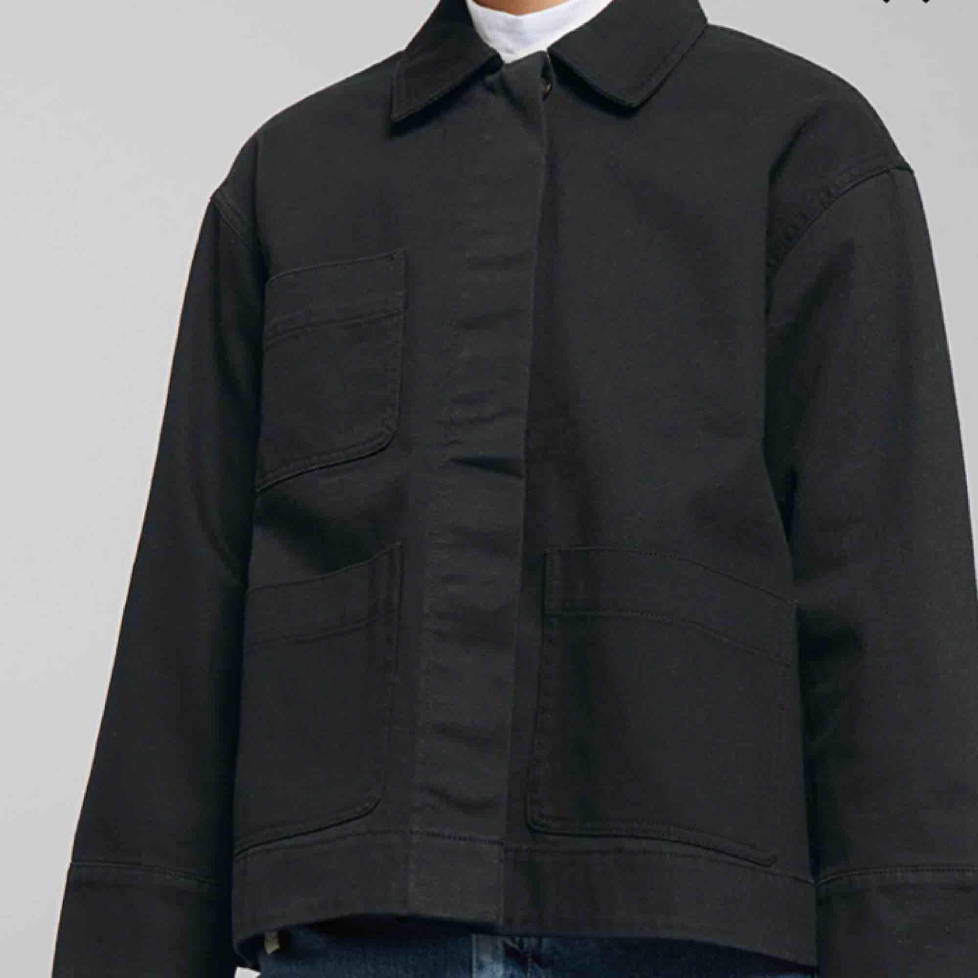 Säljer min absoluta favorit jacka från weekday, har använt den hyfsat mycket så det är därför jag säljer den för 150kr!!. Jackor.