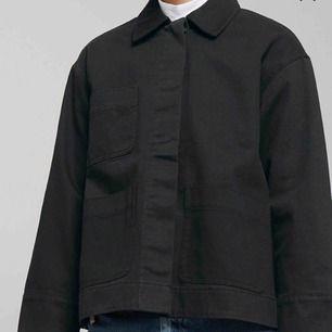 Säljer min absoluta favorit jacka från weekday, har använt den hyfsat mycket så det är därför jag säljer den för 150kr!!