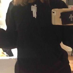 billie eilish hoodie storlek S, köpt för 600, jättebra skick använd ca 2 ggr pris går att diskuteras :)