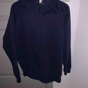 Använd mysig oversized hoodie från bikbok, ganska knottrig men inget man stör sig på! Köpt för 250💕💕