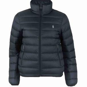 Säljer min fina ralph lauren jacka, storlek S och är svart. Jätte fint skick! Nypris 3000kr