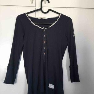 Oddmolly tröja i storlek M (stor i storlek)   Använd ett par gånger  (Köpare står för frakt) eller mötes i Linköping)