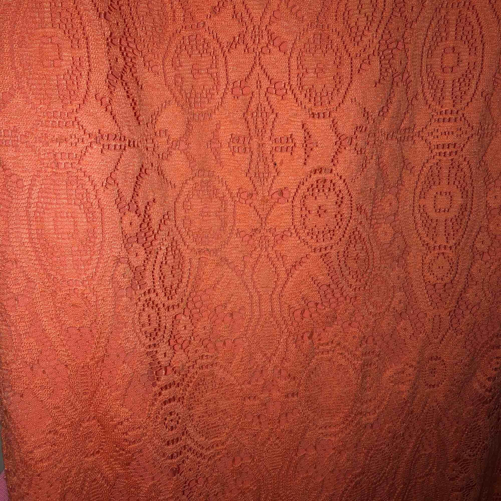 Korallröd offsholder klänning i fint skick   Eventuell frakt tillkommer💞. Klänningar.