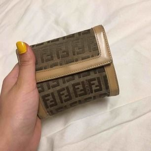 Fin vintage fendi plånbok, lite sliten men väldigt fin, Utan frakt!!