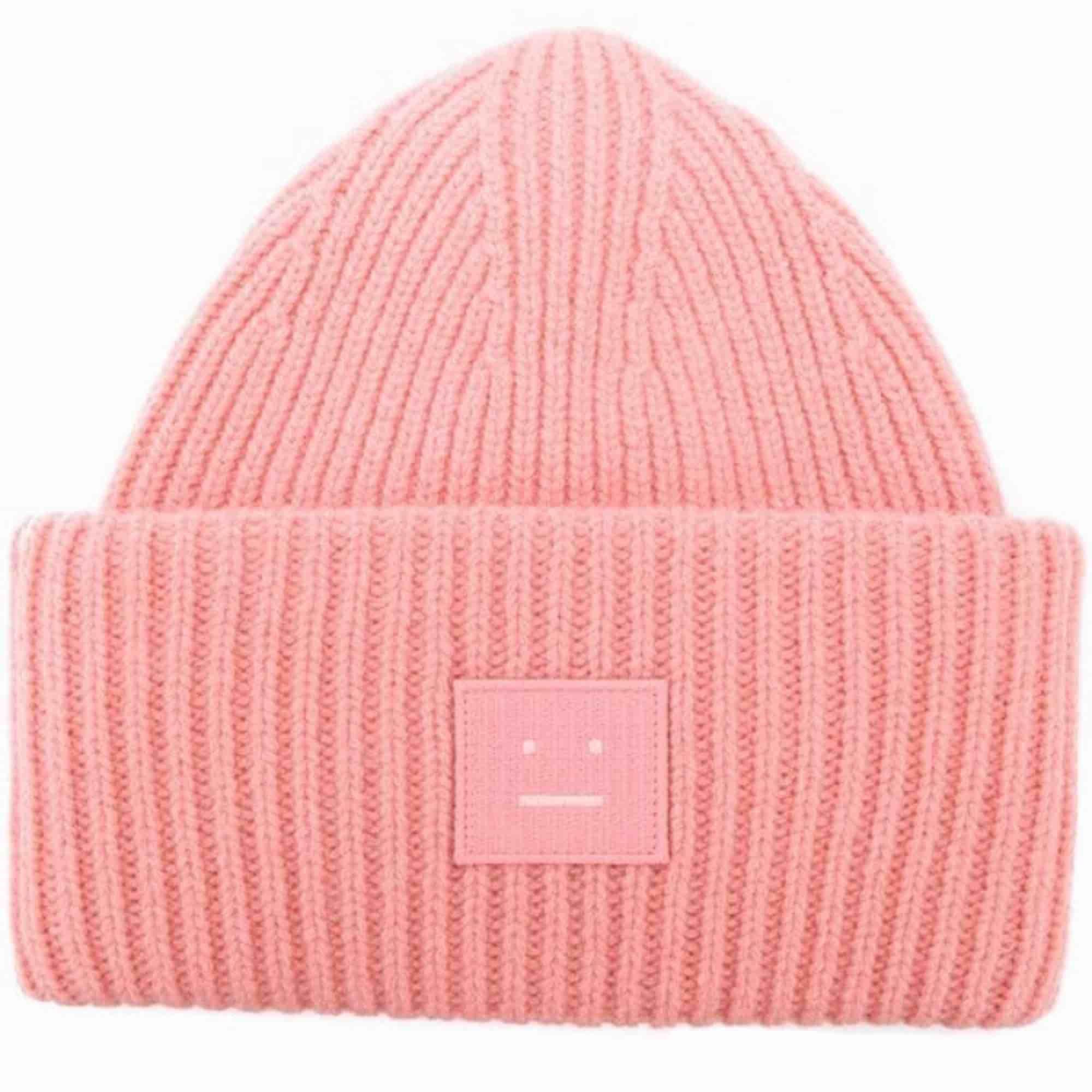 Den ursnygga acnemössan i Pansy-modellen i strålande skick! Älskar den rosa färgen MEN söker nu en i svart! Säljer den eller byter bort mot likadan i annan färg! Hör av dig så diskuterar vi pris! . Accessoarer.