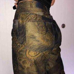 Unika och riktigt balla byxor med rak passform