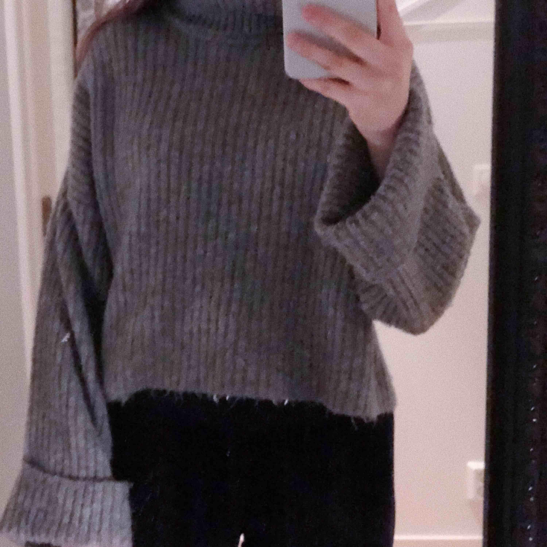 Tröja från Gina tricot som är super skön nu till vintern, strl S, välanvänd.. Tröjor & Koftor.