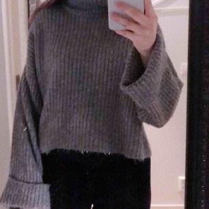 Tröja från Gina tricot som är super skön nu till vintern, strl S, välanvänd.