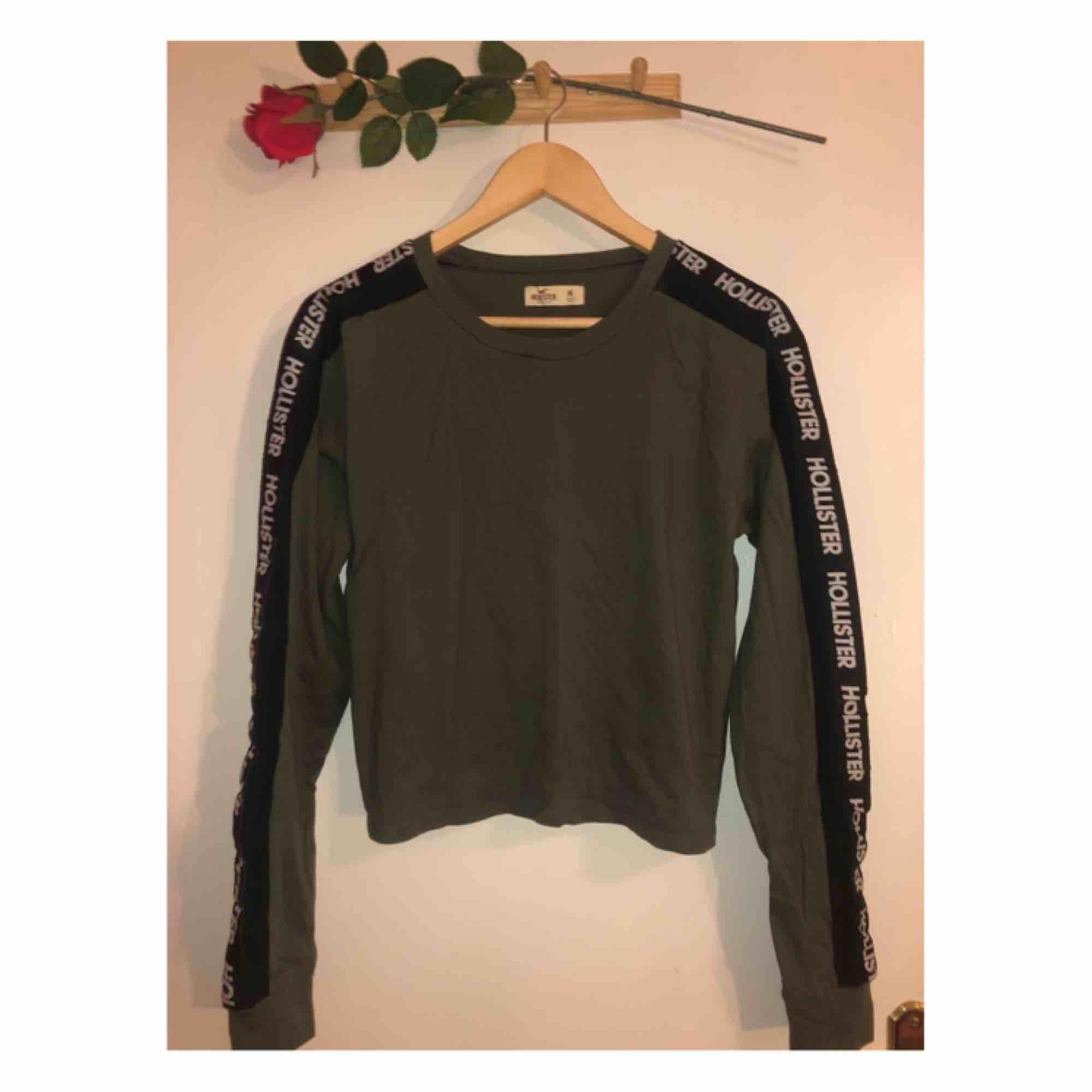 NY superfin tröja från HOLLISTER! . Toppar.